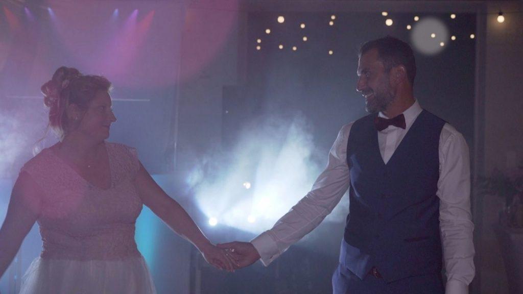 Ouverture du bal, fumée, amour, mariés